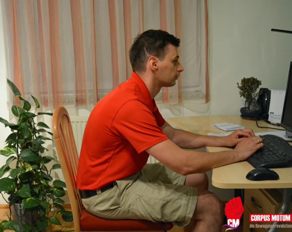 Gegen Nackenschmerzen im Büro kann man sehr einfach etwas tun (Übungen)