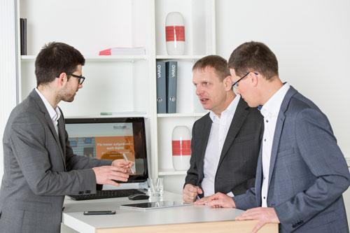 Mehr Ordnung im Büro und mehr Kreativität durch Meetings im Stehen