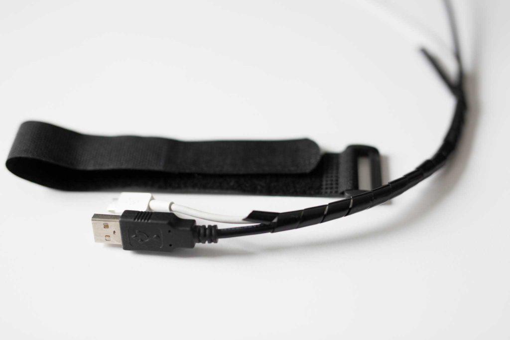 Stehschreibtisch Kabelhalterung für das Kabelmanagement