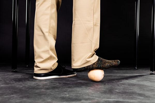 Faszien Übung mit Ball Fuß