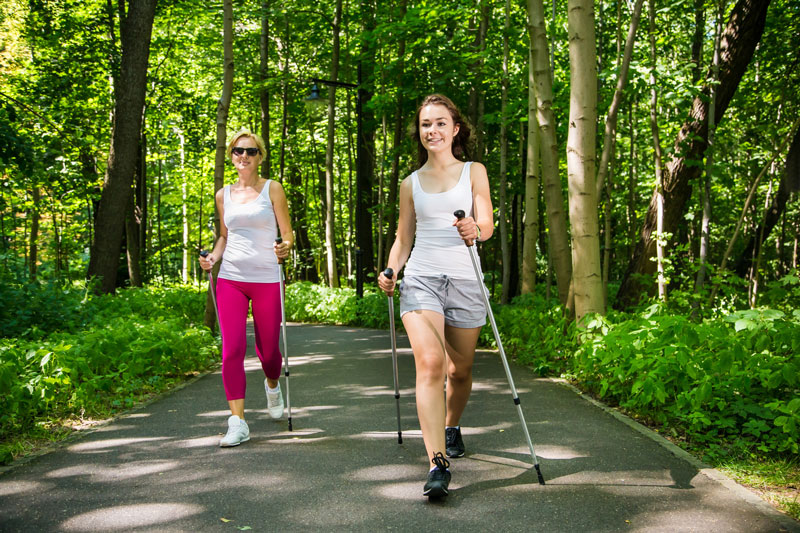 Firmenfitness Konzept Nordic Walking