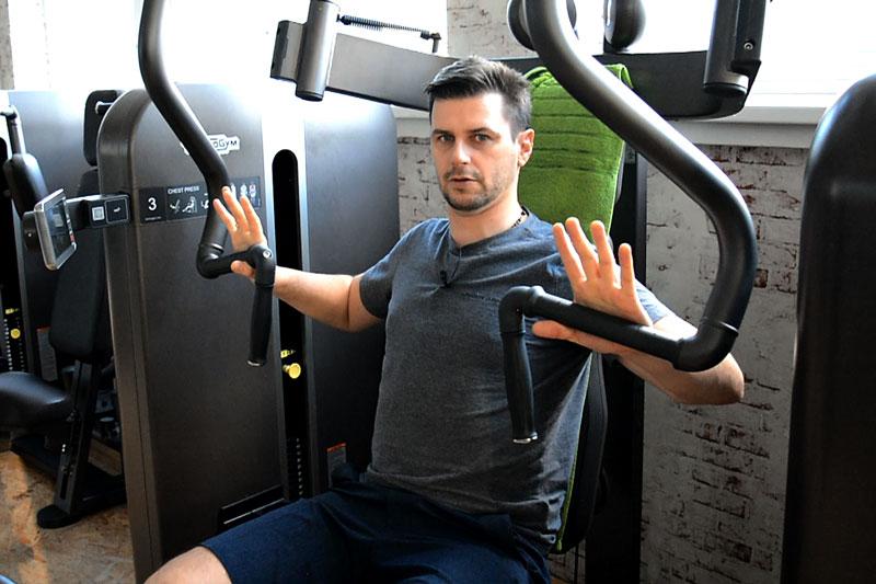 Fitnessstudio Chest Press